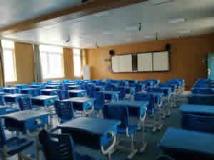 南宁市五十四中学校学生课桌椅图片