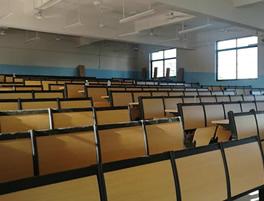 中小学课桌椅