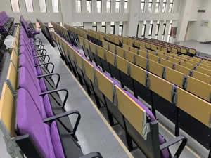 江苏南京某中学礼堂椅图片