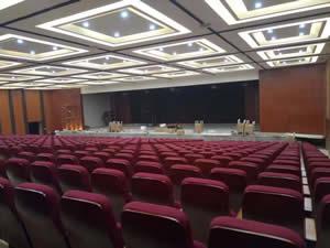 江西新余第十六中学礼堂椅系列图片