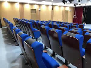 祈福英语实验学校礼堂椅图片